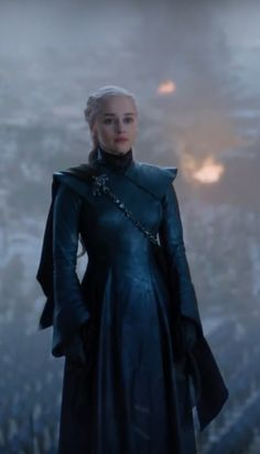 Emilia Clarke Daenerys Targaryen, Game Of Throne Daenerys, Watch Game Of Thrones, Game Of Thrones Books, Narnia, Scarlet Witch Avengers, Winter Fire, Dragon Age Characters, Game Costumes