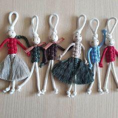 macrame plant hanger+macrame+macrame wall hanging+macrame patterns+macrame projects+macrame diy+macrame knots+macrame plant hanger diy+TWOME I Macrame & Natural Dyer Maker & Educator+MangoAndMore macrame studio Yarn Crafts, Diy And Crafts, Crafts For Kids, Arts And Crafts, Macrame Knots, Macrame Jewelry, Jewelry Knots, Macrame Cord, Macramé Art