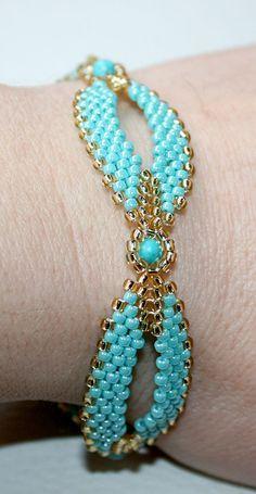 Womens Jewelry Set: necklace bracelet earrings.