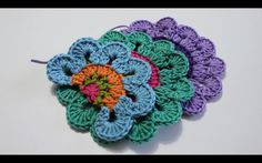 Chicken Recepies, Crochet Embellishments, Crochet Videos, Four Leaf Clover, Floral Motif, Crochet Flowers, Free Pattern, Crochet Necklace, Mandala