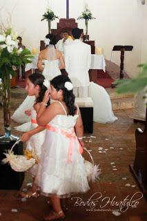 Utiliza pajes en tu boda dan el toque romántico por Bodas Huatulco