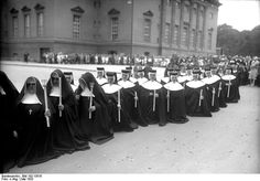 Berlin, Corpus Christi procession, nuns