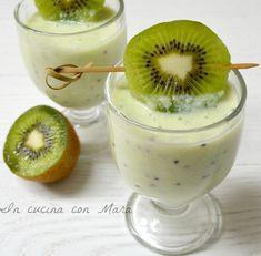 De kiwi light smoothie is een smoothie met melk en yoghurt, voedzaam en romig . Diet Drinks, Healthy Drinks, Healthy Eating, Healthy Recipes, Kiwi Smoothie, Light In, Weight Loss Smoothies, Light Recipes, Italian Recipes