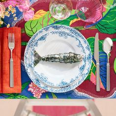 Table setting in the spirit of Estrid Ericson, founder of Svenskt Tenn. Know Your Place, Beautiful Table Settings, Interior Design Companies, Flower Decorations, Tablescapes, Interior Decorating, Plates, Abstract, Tableware