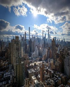 🎵I can see clearly now, the rain is gone 🎵 Can we have more of these bright sun-shiny days, please? New York Pictures, New York Photos, New York City Ny, New York Architecture, New York Photography, City Aesthetic, City Landscape, Aesthetic Pictures, San Francisco Skyline