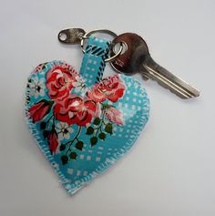 Fien*en*Mien: Cadeautjes deel 3: sleutelhanger in tafelzeil