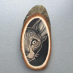 Wood slice with an original drawing of a sphynx cat door Inkspirednl