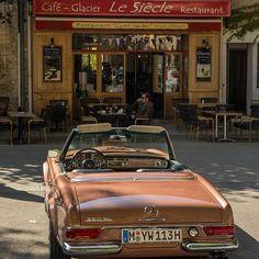 Coffee and ice cream break in France with the Pagoda Nostalgic Classic Car Travel Pretty Cars, Cute Cars, My Dream Car, Dream Cars, Dream Life, New Foto, Mercedes Benz, Classic Mercedes, Bmw Classic