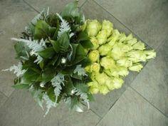 Jocelyn Zuidweg #Bloemschikken #Decoreren goedkoop-bloemschikken.nl Table Arrangements, Floral Arrangements, Advent, Casket Sprays, Funeral Tributes, Xmas Theme, Funeral Flowers, Ikebana, Projects To Try