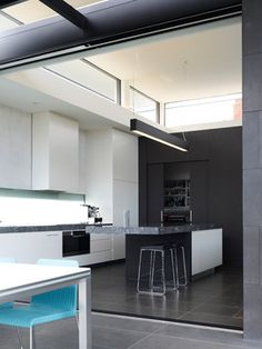 Power Street by Steve Domoney Architecture / Hawthorn, Victoria, Australia Beautiful Kitchen Designs, Contemporary Kitchen Design, Beautiful Kitchens, Modern Contemporary, Kitchen Interior, Modern Interior, Interior Architecture, Interior Design, White Wall Paint