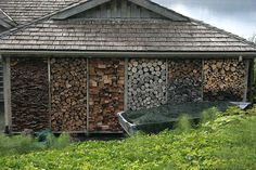 This is the way a wood shed should look.  OMG  This is wonderful.