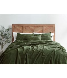 Earthy Bedroom, Bedroom Green, Aesthetic Bedroom, Olive Bedroom, Tree Bedroom, Green Bed Sheets, Earth Tone Bedroom, Green Comforter, Earthy Home