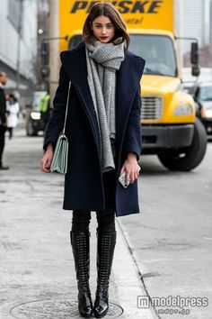 Models off duty @ New York Fashion Week a/w 2015 New York Fashion, Fashion Mode, Trendy Fashion, Style Fashion, Latest Fashion, New York Winter Fashion, London Fashion Weeks, Layered Fashion, Womens Fashion