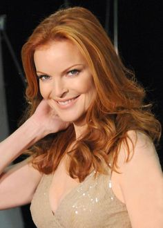 This hairstyle is chic and attractive. Marcia Cross has thin long hair. The look is classy as she has her hair styled evenly all around. Marcia Cross, Beauty Tips For Hair, Beauty Hacks, Hair Beauty, Beautiful Blue Eyes, Beautiful Redhead, Gorgeous Women, Massachusetts, Top Female Celebrities