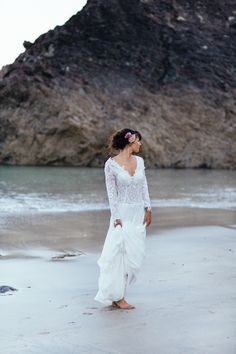 Barefoot Beach Bride Elegance on the Cornish Coast