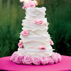 MICHELLE & AUSTIN IN EAST HAMPTON, NY  The organic cake's ruffles echoed the design of the bride's dress.