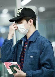 Kpop Exo, Suho Exo, Exo Fan, Airport Style, Airport Fashion, Exo Members, Aesthetic Fashion, Look Cool, Pop Fashion