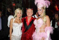 Holly Madison (left) with Hugh Hefner and Anna Nicole Smith during a Halloween party at the Playboy Mansion in Los Angeles Anna Nicole Smith, Holly Madison, Hugh Hefner, Girl Next Door, Celebs, Celebrities, Vintage Halloween, Halloween Party, Hollywood
