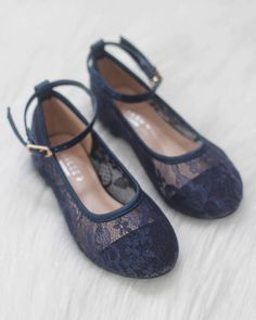 Chic and vintage lace ballet flats with ankle strap for support. Great for flower girls, wedding party or any parties. We can also do this style with satin ribb Lace Ballet Flats, Girls Ballet Flats, Girls Shoes, Ballet Flats Outfit, Shoes Sandals, Flower Girl Shoes, Wedding Flower Girl Dresses, Flower Girls, Navy Wedding Shoes
