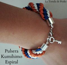 Pulsera Kumihimo con colgante de llave.  www.facebook.com/latiendadepezke