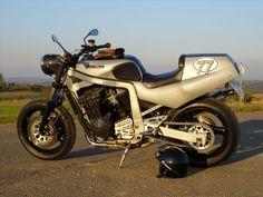 Suzuki GSX-R 750 Cafe Racer Show Bike als Naked Bike in Nussdorf