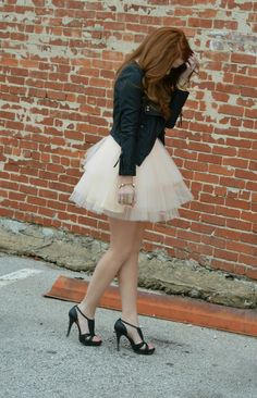Love this skirt Puffy Skirt, Puffy Dresses, Carrie Bradshaw, Boho Outfits, Casual Outfits, Work Fashion, Fashion Looks, Tutu Rock, Lace Mermaid Wedding Dress
