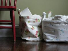 Lovely vintage sheet baskets!