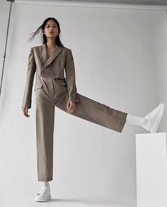 Ideas For Fashion Photography Ideas Modeling Poses Simple High Fashion Poses, Fashion Model Poses, Fashion Models, Fashion Sites, Foto Fashion, Fashion Shoot, Editorial Fashion, Fashion Wear, Urban Fashion
