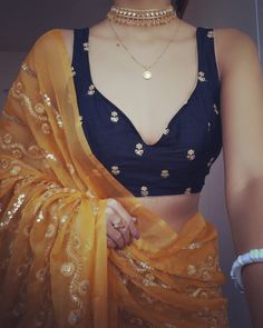 Check Out Chic Saree Blouse Styles To Up Your Fashion! Blouse Back Neck Designs, Blouse Designs, Saree Designs Party Wear, Blouse Styles, Saree Blouse, Backless, Chic, How To Wear, Dresses