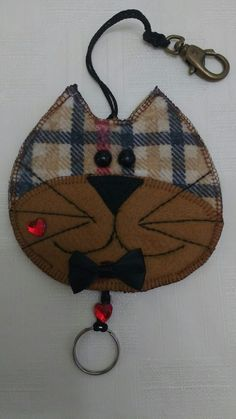 Keychain Diy, Cute Sewing Projects, Key Pouch, Key Covers, Pot Holders, Bows, Quilts, Christmas Ornaments, Fabric