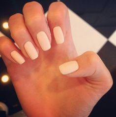Kendall Jenner's nude nails, absolutely love them!