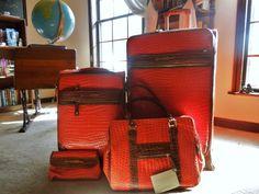 New Samantha Brown luggage. I love it! http://browsingtheatlas.com/2013/09/13/samantha-brown-wannabe/