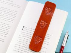 This unusual leather Buffalo Head Bookmark would make an excellent leather gift for him. This handcrafted leather bookmark for men would also make an excellent birthday gift for husband. Also, handmade leather goods and accessories make great anniversary gifts for husbands. Check out the handmade leather products in my Etsy shop!! #bookmark #anniversarygift #giftforhusband #buffalo Leather Gifts, Leather Books, Handmade Leather, Leather Craft, Leather Anniversary Gift, Anniversary Gifts For Husband, Birthday Gifts For Husband, Gifts For Dad, Leather Bookmark