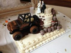 "Jeep ""off-road"" wedding cake"