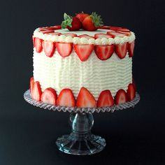 Fresh Strawberry Cake with Cream Cheese Icing - pureed fresh strawberries in batter Köstliche Desserts, Delicious Desserts, Fresh Strawberry Cake, Cake Recipes, Dessert Recipes, Salty Cake, Cake With Cream Cheese, Savoury Cake, Cake Creations