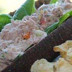 Salade de thon aux cornichons - Recettes Allrecipes Québec Sandwiches, Food Pictures, Food Pics, Food Fantasy, Allrecipes, Tuna Salad, Great Recipes, Potato Salad, Zucchini