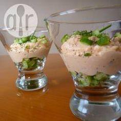 Verrines de mousse de saumon et concombre @ allrecipes.fr