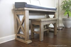 DIY Digital Piano Stand and Bench (...a $25 project!!) | via makeit-loveit.com