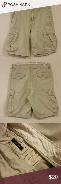 RFFF Men's J Crew Squad Cargo Shorts Khaki Sz 30 *** All proceeds  from the sale of this item go to benefit Rahway Food for Friends (RFFF),  a non-profit 501(c)(3) corporation serving the local community.  ***  Great pre-owned condition  Squad Cargo Shorts Sz 30 Color : Khaki 100% cotton J. Crew Shorts Cargo