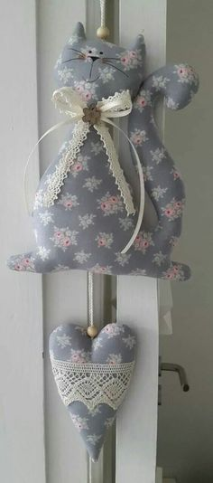 25 Unique Fabric Crafts To Sell Gift Ideas : Show You Creativity Now. 2019 The. 25 Unique Fabric Crafts To Sell Gift Ideas : Show You Creativity Now. 2019 The most captivating s Cat Crafts, Crafts To Sell, Diy And Crafts, Crafts For Kids, Fabric Toys, Fabric Crafts, Sewing Toys, Sewing Crafts, Craft Projects