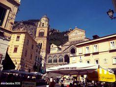 Piazza Flavio Giola and Cattedrale di Sant'Andrea in Amalfi (2011) Amalfi, San Francisco Ferry, Notre Dame, Italy, Building, Travel, Italia, Viajes, Buildings