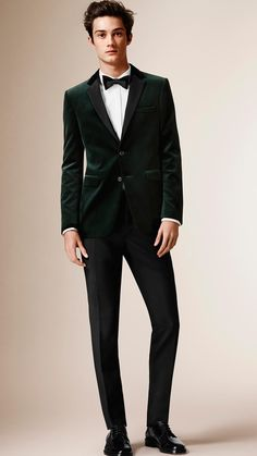 A slim fit jacket in Italian velvet with smooth contrast notch lapels. The piece has a half-canvas construction with several layers of natural horsehair. Expertly cut and shaped, the canvas creates a structured chest, soft lapel roll and a tailored collar. A jet pocket and flap pockets and functional cuff buttons complete the design.