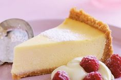 Classic baked vanilla cheesecake - Smooth, creamy and with a hint of vanilla - this classic cheesecake is hard to beat. Easy Lemon Cheesecake, No Bake Vanilla Cheesecake, Classic Cheesecake, Low Carb Cheesecake, Cheesecake Recipes, Köstliche Desserts, Delicious Desserts, Dessert Recipes, Almond Recipes