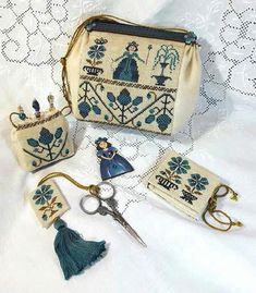Gather Me Up ~ A Queen Sewing Purse from Giulia Punti Antichi ~ Available soon! Biscornu Cross Stitch, Cross Stitch Needles, Cross Stitch Embroidery, Cross Stitch Designs, Cross Stitch Patterns, Embroidery Fabric, Embroidery Ideas, Sewing Box, Sewing Kits