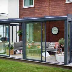 The most beautiful conservatory models that will inspire you architect at home – pergola Pergola Patio, Backyard Patio, Pergola Kits, Glass Porch, Sunroom Addition, Enclosed Patio, Glass Room, Glass House, Winter Garden