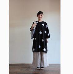 "One piece tunic dress with ""shibori"" japanese tie dyed pokadots.http://www.sousouus.com/apparel/naginata-kimono-sleeve-dress-tabata-dye-charcoal-blk/ $128"