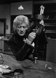 Doctor Who: exclusive Radio Times photos of Jon Pertwee's 1970s dinosaur encounter - #doctorwho #jonpertwee #thirddoctor
