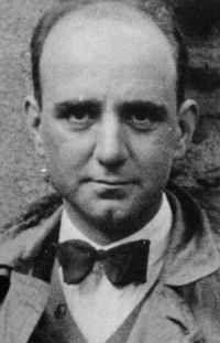 Florentino López Alonso-Cuevillas, membro da xeración Nós, foi antropólogo e historiador -considerado o primeiro sistematizador da prehistoria galega- e achegouse ademais ao ensaio e á narración literaria.