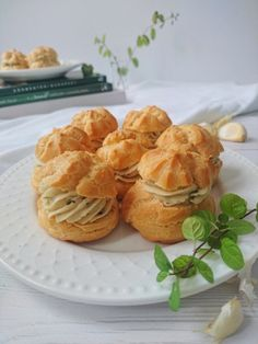 Bazsalikomos sajtkrémes fánk recept Donuts, Muffin, Cupcakes, Cookies, Breakfast, Recipes, Food, Frost Donuts, Crack Crackers
