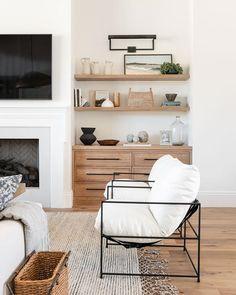 Home Living Room, Living Room Designs, Living Spaces, Living Room Styles, Studio Living, Room And Board Living Room, Living Room Shelving, Living Room Bookshelves, Living Room Fireplace